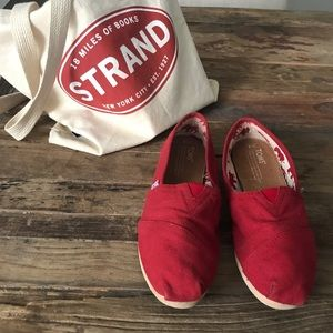 Classic Candy Apple Red Toms Flats 8